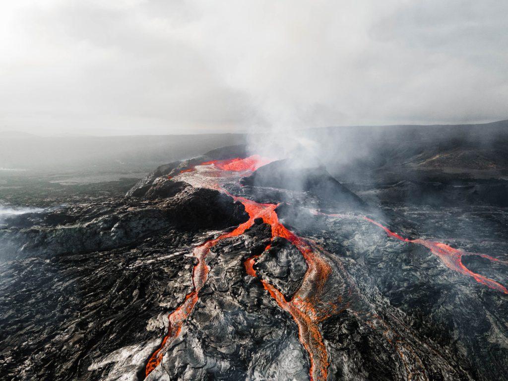 volcan en eruption islande